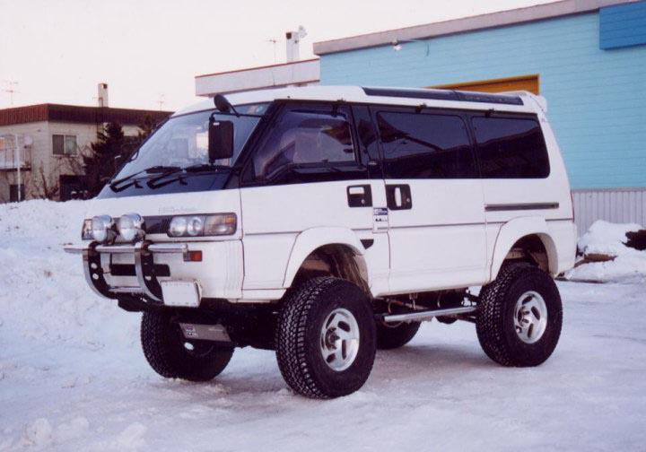 Mitsubishi Delica: 06 фото.